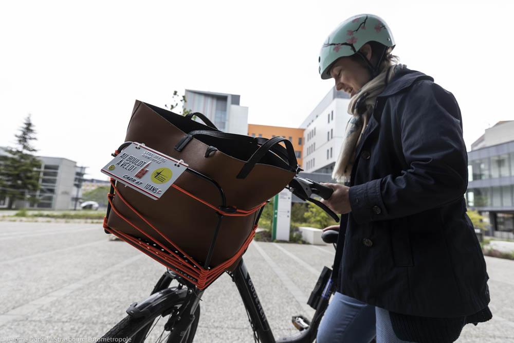 une jeune femme participe au challenge Au boulot à vélo à Strasbourg