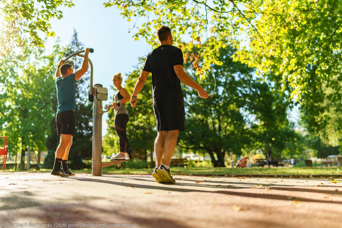 des sportifs font du sport à Strasbourg, ville nature, ville verte