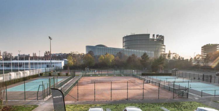 Terrains de sport au pied du Parlement Européen à Strasbourg