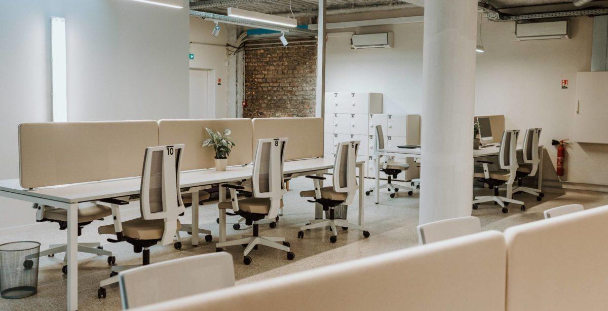 Bureaux dans un espace de coworking